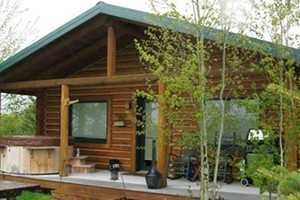 AAA Red Lodge Rentals - save 20% this fall :: A terrific selection of beautiful, well-maintained homes, condos & cabins for group sizes from 2-23. For fall stays through November 20, 2017, save 20% off nightly rates.