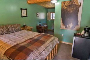 Silver Gate Lodging - Hotel, Cabins & Home Rentals