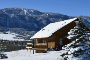 AAA Red Lodge Rentals - save 25% on ski lodging